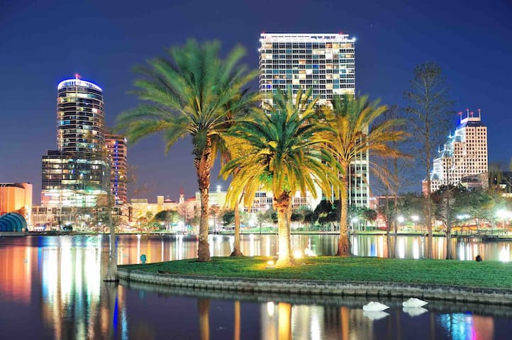 NEW LUXURY - Walking distance to Universal Studios