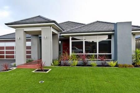 Yusuf & Yasmins Home Stay- Perfect for the family - Southern River - Haus