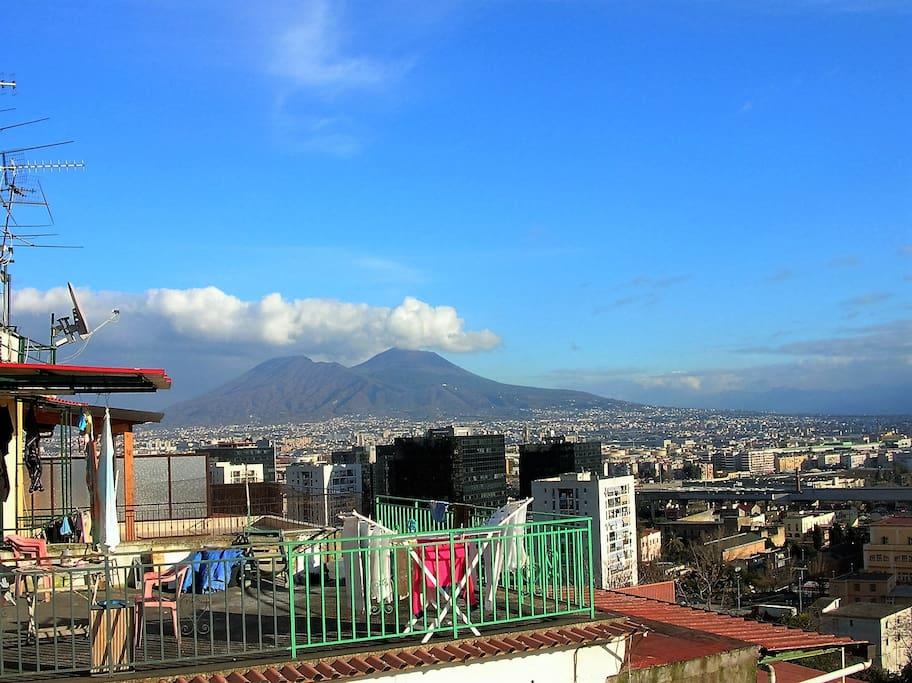 C'è un panorama che spazia dal Vesuvio.......