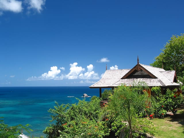 Ti Zan Cottage: Awesome Views, Perfect for Two.
