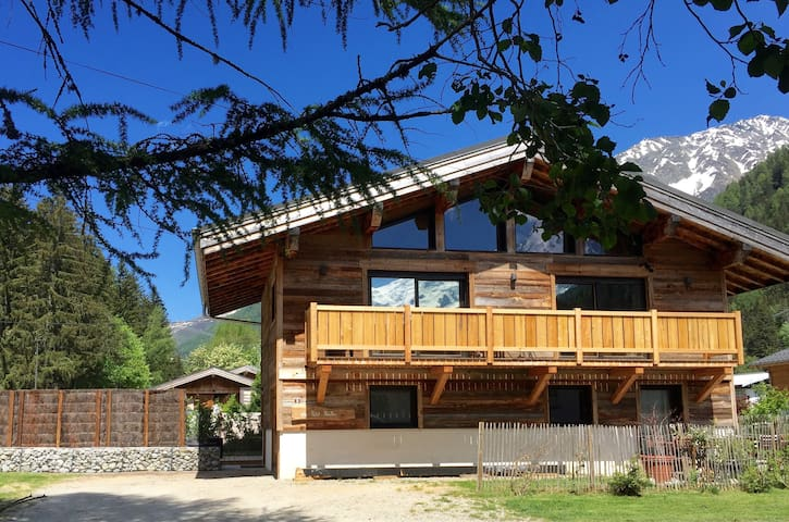 Chalet 14 pers, jacuzzi, vue MontBlanc, ping pong