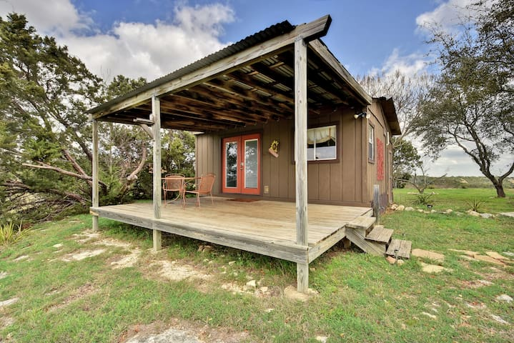Guest House with Front Porch - Spicewood - Cabin