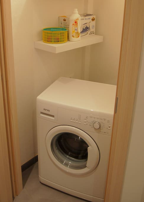 Zona lavanderia / Washing machine closet