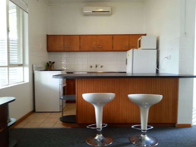 Comfortable and spacious ff studio. - Glenelg North - Apartment