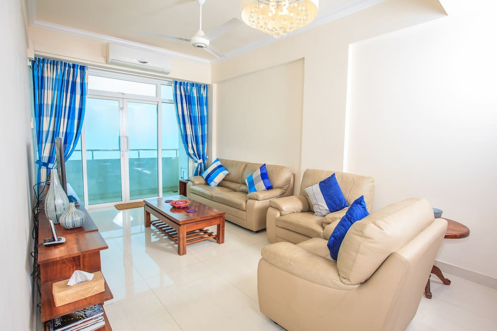 Living room with balcony and sea view