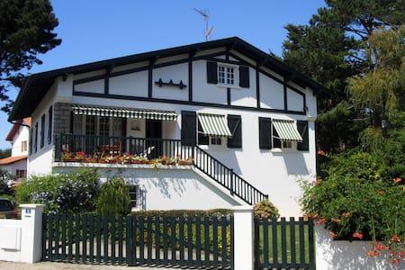 Charmante studette de plain pied dans villa basque - Guéthary