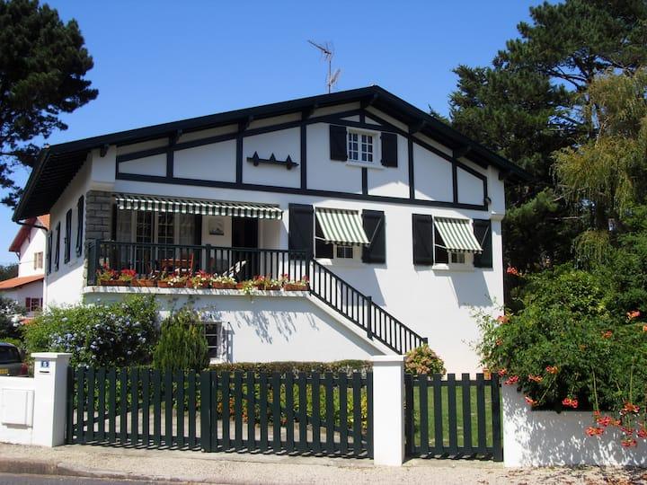 Charmante studette de plain pied dans villa basque