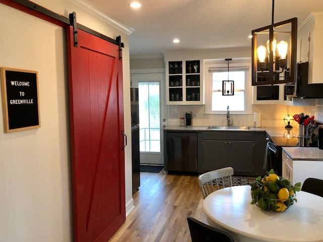 New Designer 2BR Home - Minutes to Downtown