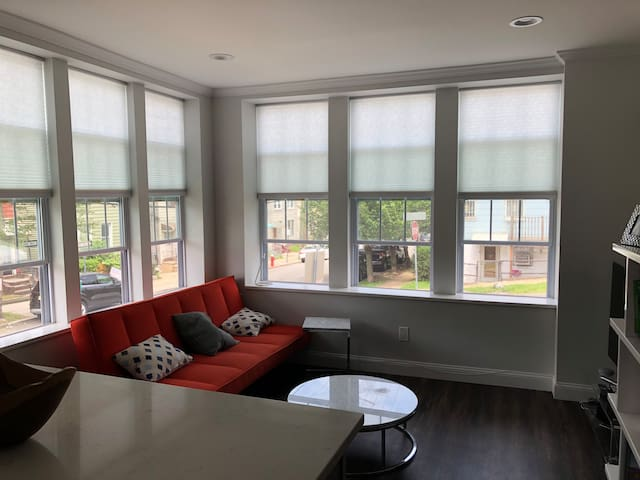 Jersey City Heights Corner Apt - Sleeps 4 + 1 Kid