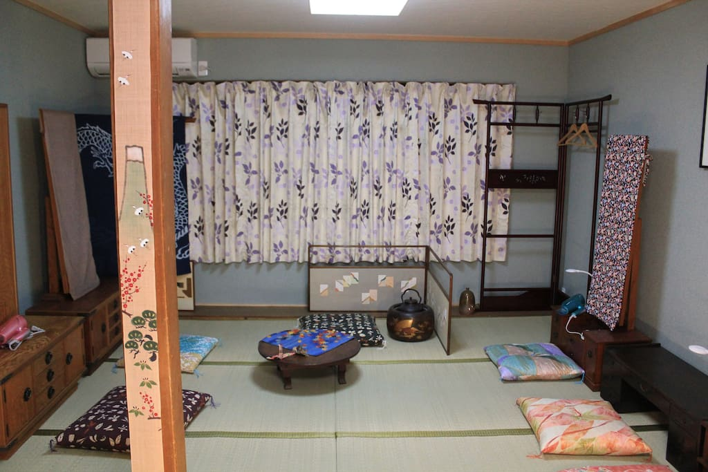 Japanese room ; Please take a rest on the Tatami mat directly or slipping into a Futon. In Summer time, we feel cool in that room, on the other, in winter we feel hot a little bit.