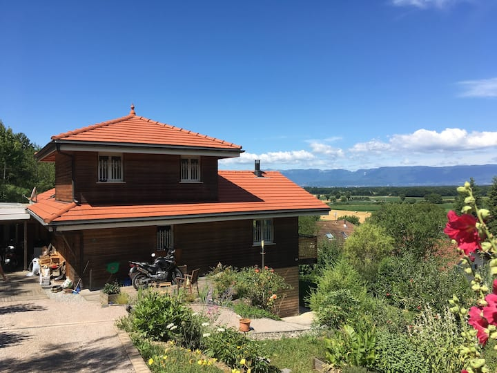 Appartement indépendant avec terrasse, au calme