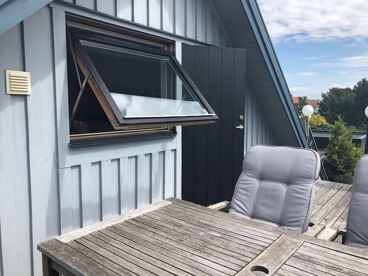 OdenVägens VindsVåning vid Skrea Stranden