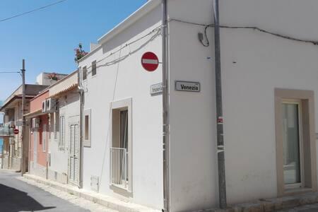 Casa centrale a due passi dal mare - Marina di Ragusa