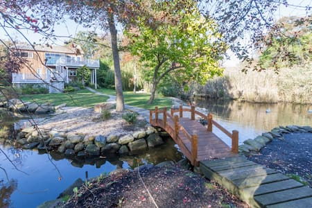 Waterfront, stunning tranquil & unique -sleeps 9 - Bayport
