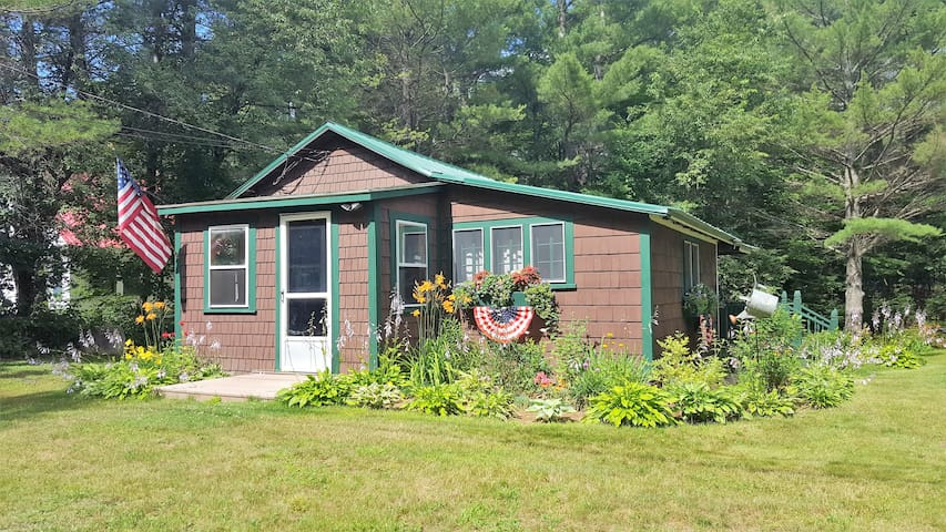Ammonoosuc House, cozy cabin - no cleaning fee!