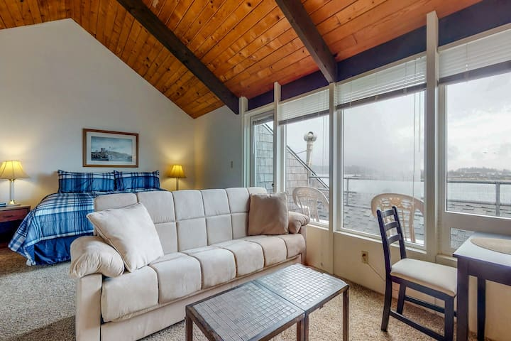 Waterfront studio near the beach w/ incredible views, shared pool, & hot tub