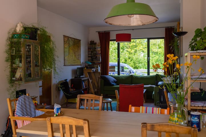 Cosy house with sunny garden, 3km to Ghent