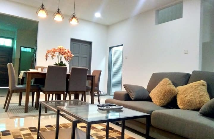 (NEAR BEACH and AIRPORT) RIZQEE HOMESTAY-NEW