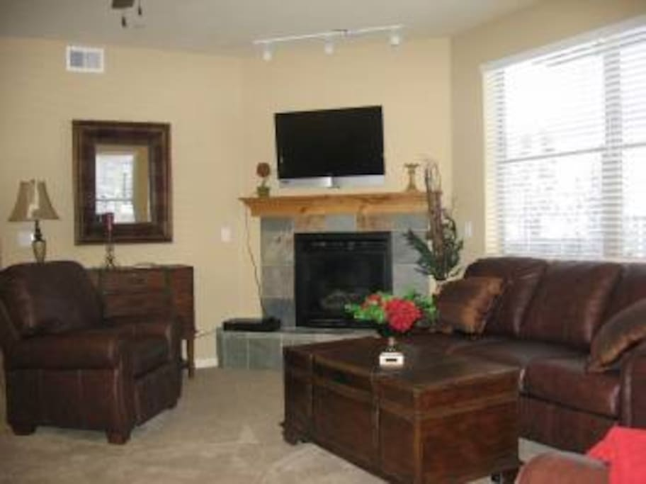 Spacious Family Room W Gas Fireplace and Flat Screen TV