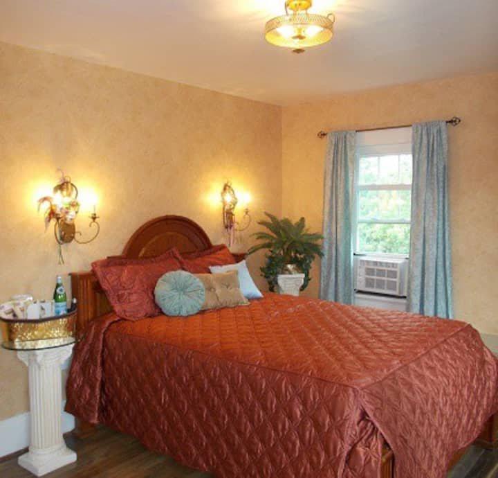 Venice Room - White House of Eldora B&B
