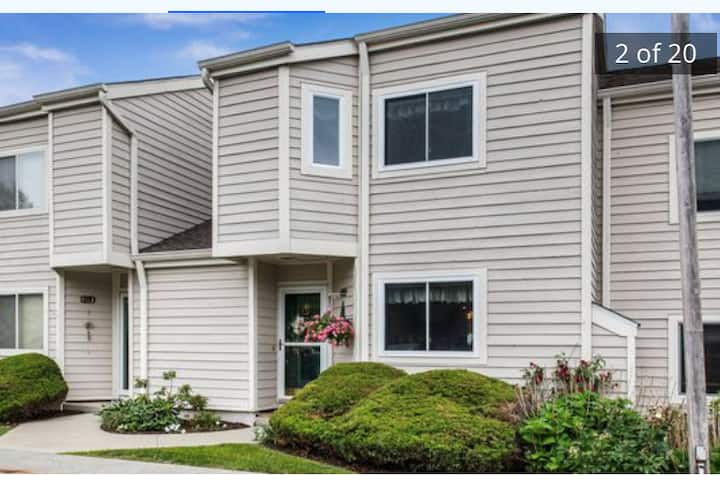 Gorgeous 3 level Townhouse in private community