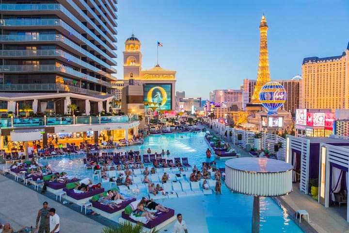 1 Bedroom Unit on Strip between Cosmo and Bellagio