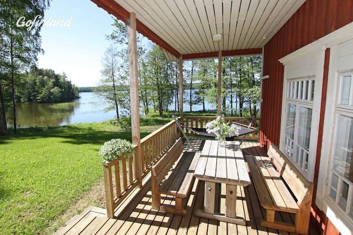 Roomy cottage by lake Lohja with wood-heated sauna