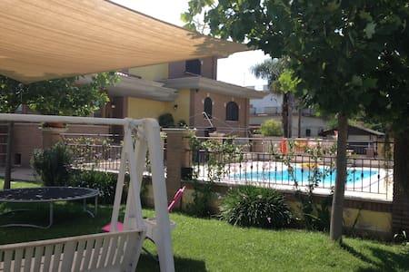 Villa Lucy Bed and Breakfast - Borgo Montello - Inap sarapan