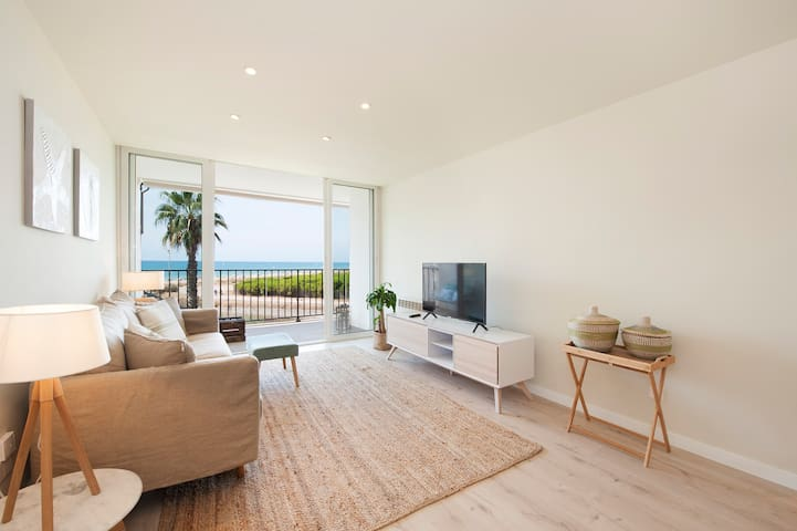 Seafront lovely apartment next to airport and Bcn