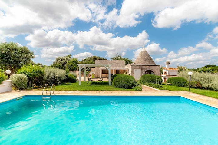WePuglia-Trullo Rampone, villa with private panoramic pool, garden, Wi-Fi