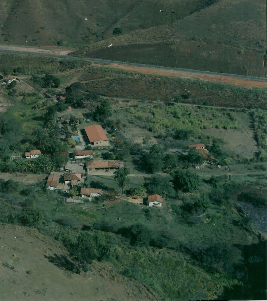 Casa de Fazenda com Piscina, Churrasqueira e Campo de Futebol.