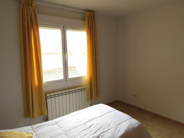 Habitación privada con wifi y baño compartido - Illescas - Townhouse