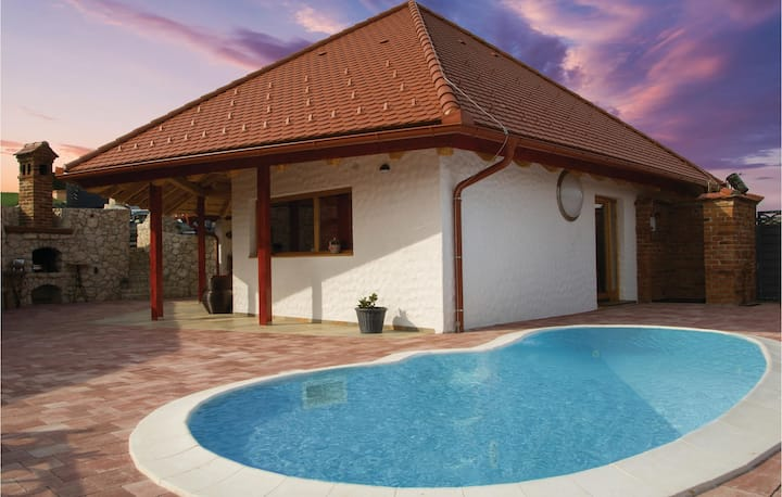 Beautiful home in Bodonci with Outdoor swimming pool, WiFi and Outdoor swimming pool