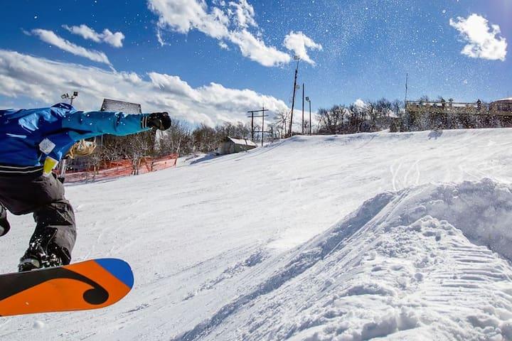 ★1/2 Mile to Resort=Skiing ❤️ Near Overlook Barn