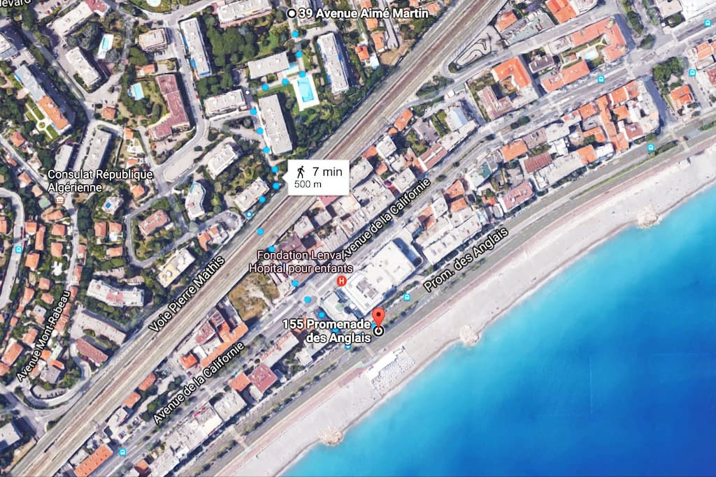 500m/7mn walking distance from the Promenade and the Beach