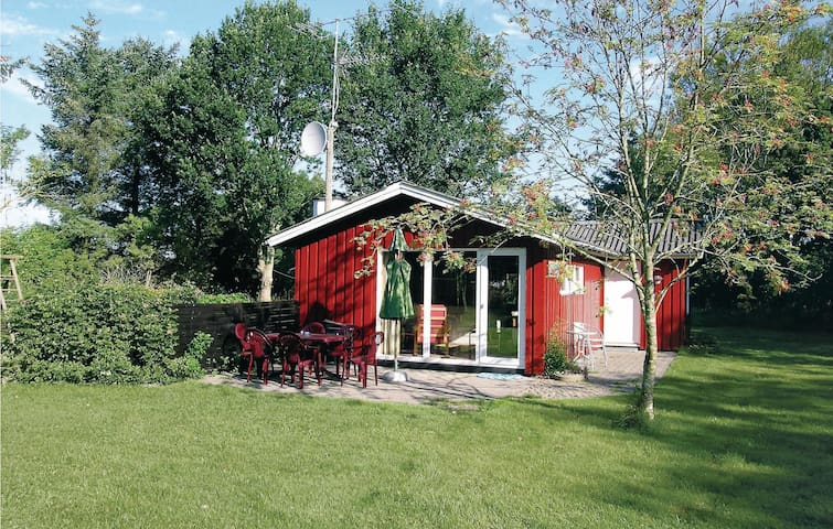 Holiday cottage with 3 bedrooms on 70 m² in Strandby