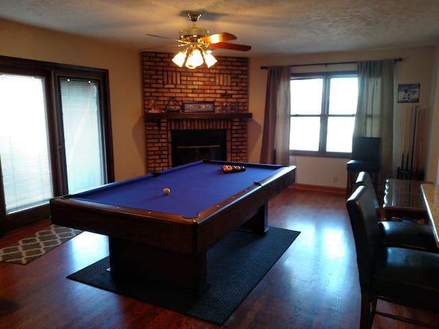 Whole house! A short drive to Omaha's best spots! - Bellevue - House
