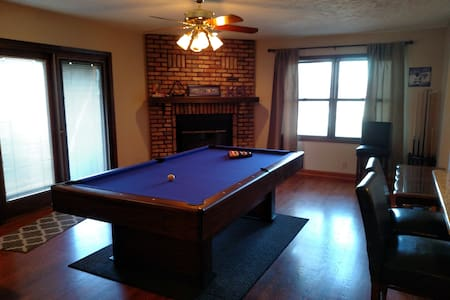 Whole house! A short drive to Omaha's best spots! - Bellevue - Huis