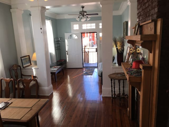 Lovely MidcityHome 4blocks toTrolly