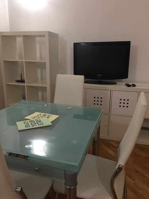 Table/ guides/tv