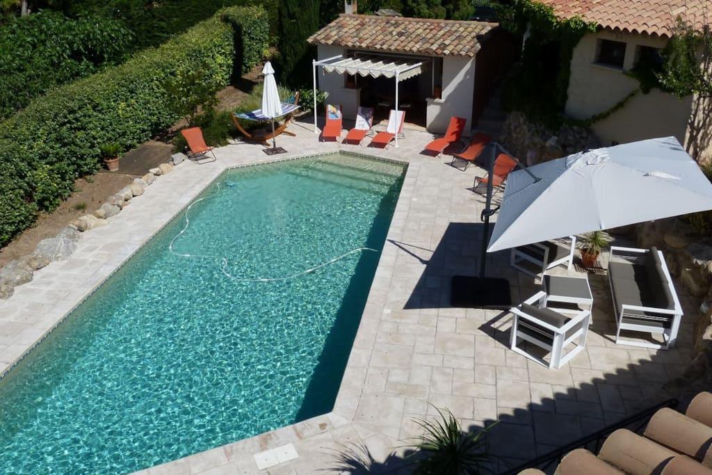 Vue générale piscine pool house