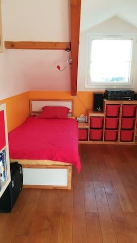 Chambre simple en maison