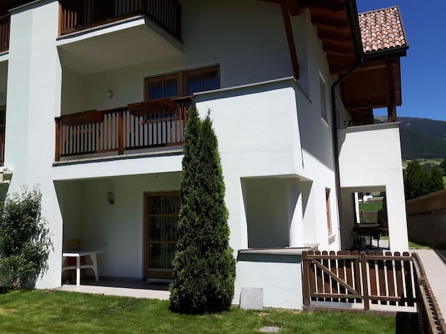 Ferienhaus mit Garten und Bergblick