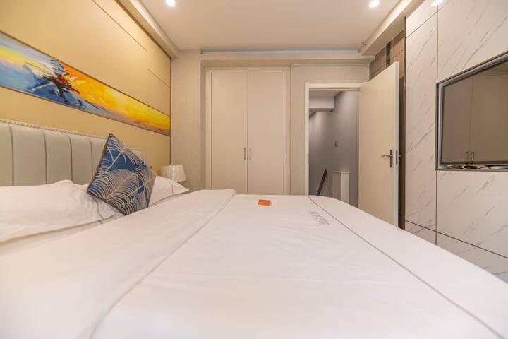 轻奢复式双床房