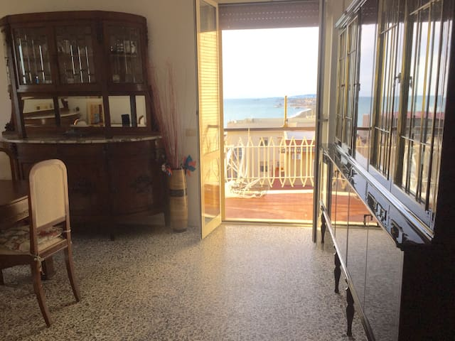 Favoloso frontemare / Seafront Apt! - Ladispoli - Wohnung
