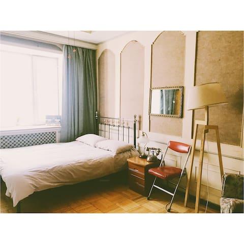 【两间】之一复古情怀主题房间  中央大街地段 80年代老房子改造的摄影工作室暨民宿