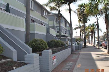 SD Imperial Beach Condo-Half a block to the Beach! - 因皮里尔滩(Imperial Beach) - 公寓