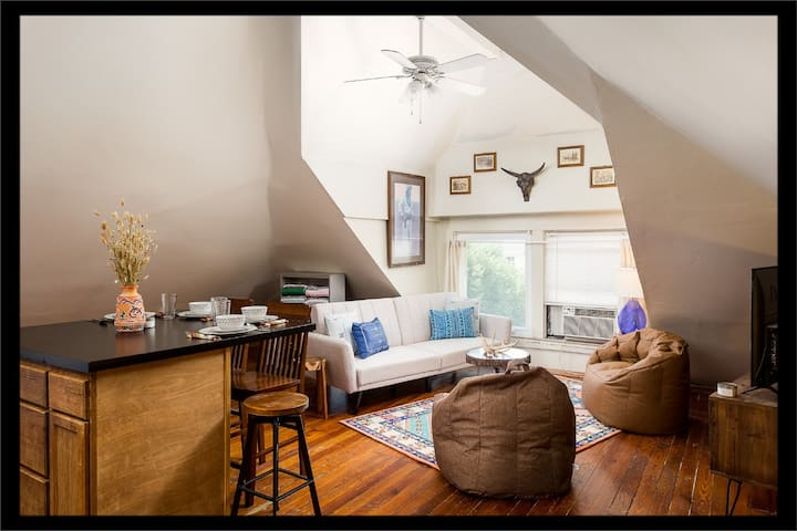 Center of Highlands! Spacious Bardstown loft!