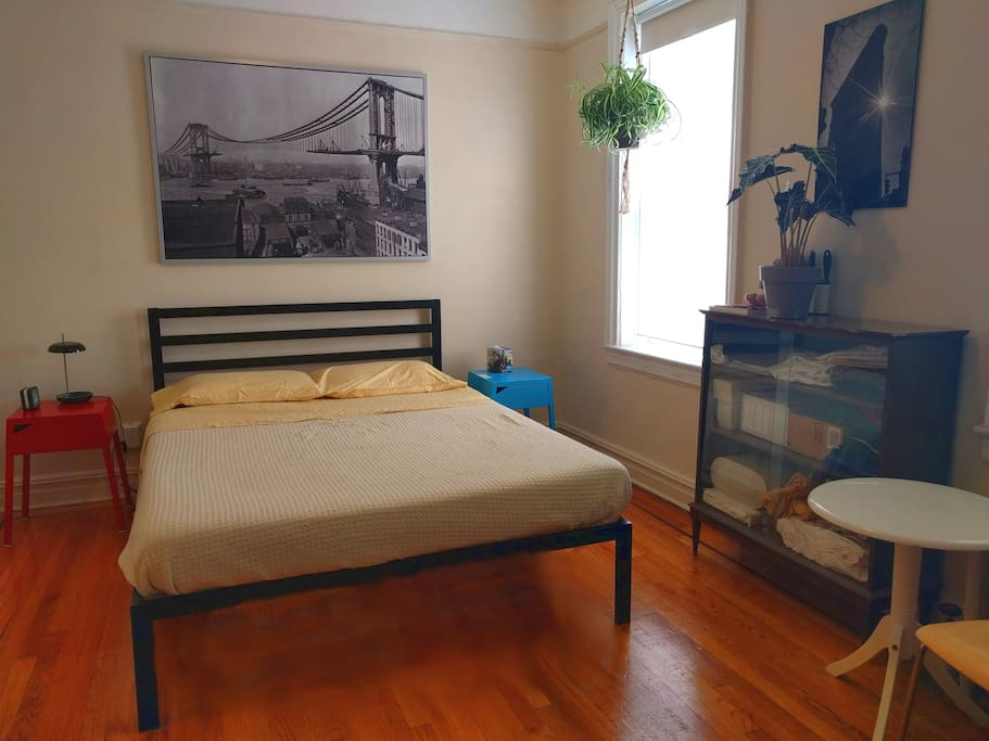 Memory-foam mattress is unbelievably comfortable! Heavy, squeak-free frame! Everything dusted, floors swept/mopped, all bedding freshly laundered.