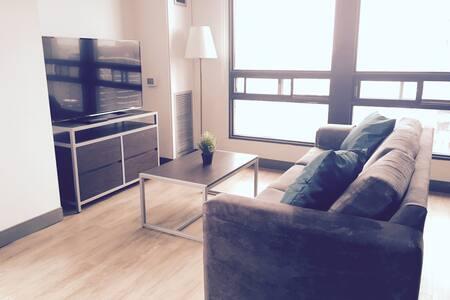 Stylish Downtown Suite - AMAZING VIEWS - Spacious - ออตตาวา